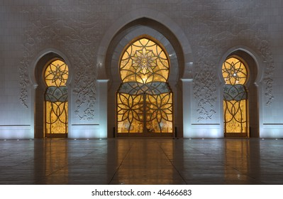 Detail of the Sheikh Zayed Mosque at night. Abu Dhabi, United Arab Emirates