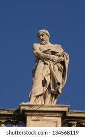Detail of the statues surrounding the St. Peter's Square, Vatican City, Rome, Rome Province, Lazio, Italy