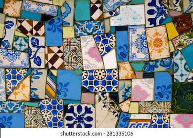 Detail of a wall covered with many assorted fragments of broken tiles