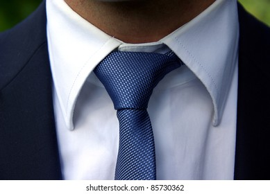 Detailed image of a perfect tie knot