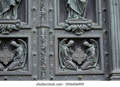 details of the facade of the building, historical building, classical architecture