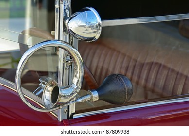 Details of the horn on a red classical car
