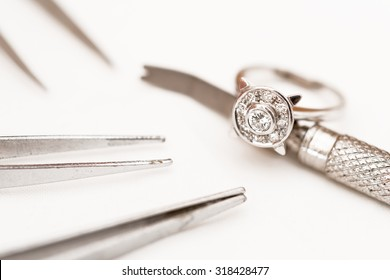 Details of jewelry for reparation, restoration and maintenance