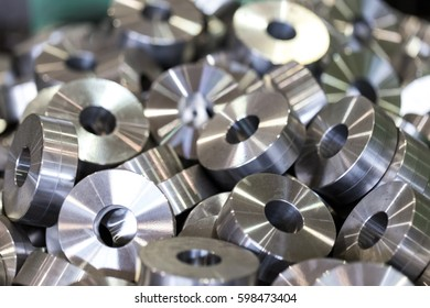 Details. Steel washers, rollers, bushings, after turning and drilling. Procurement in bulk.