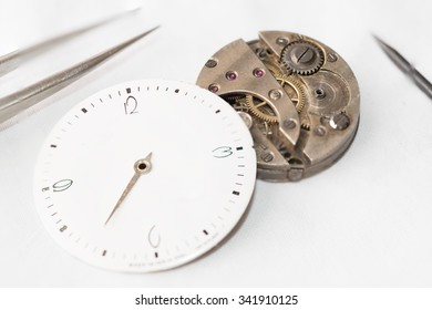 Details of watches and mechanisms for reparation, restoration and maintenance