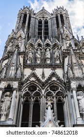 Details of the West front of Reims Notre-Dame cathedral: Notre-Dame de Reims Cathedral (Our Lady of Reims, 1275) is Roman Catholic Church in Reims. Champagne-ardenne, France.