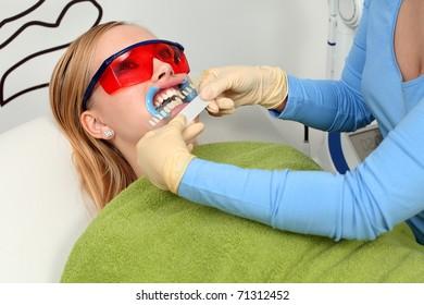 Determine the hue of teeth.