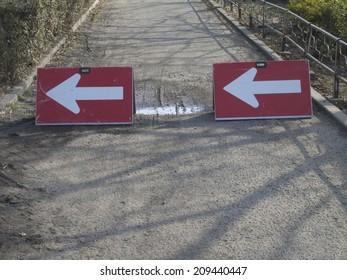 Detour Plate at the Construction Site