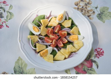 Detox salad of egg, spinach, pineapple, tomato and onion