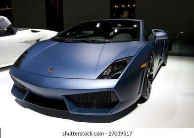 DETROIT – JANUARY 12 : Lamborghini Gallardo at the North American International Auto Show on January 12, 2009 in Detroit, Michigan. The annual event is among the largest auto shows in North America.