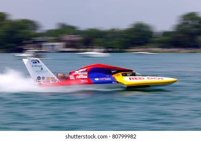 Imágenes, fotos de stock y vectores sobre Hyrdoplane Racing