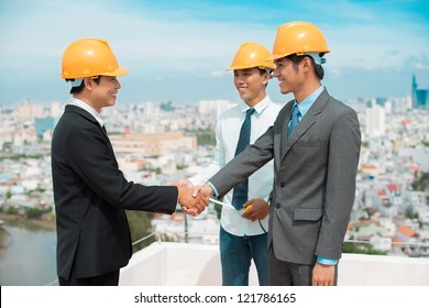 Developers shaking hands to start their partnership