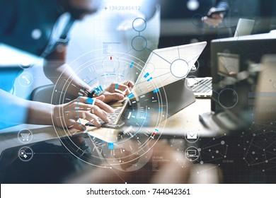 Développement de technologies de programmation et de codage. Conception de l'équipe de sites Web. Contenu de l'espace cybernétique.Concept de données volumineuses avec diagramme de VR.