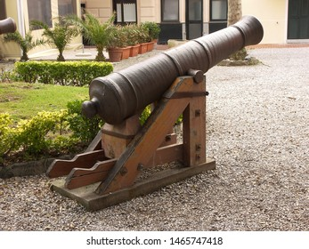 Device related to army, especially cannon technology, featuring howitzer.