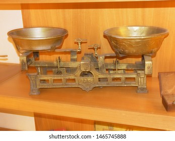 Device related to housewares technology, featuring appliance scale.