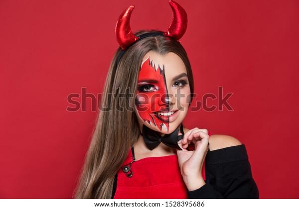 Teufel Hubsches Mimp Mit Roten Hornern Stockfoto Jetzt