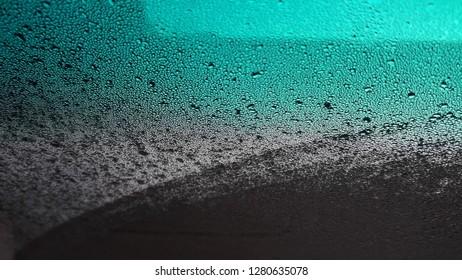 Dew drops dew on grass