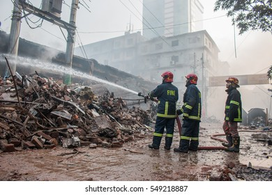 DHAKA, BANGLADESH- JANUARY 04, 2017. Unidentified fire fighters control fire at capital of Bangladesh.