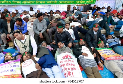DHAKA, BANGLADESH-JANUARY 01, 2017: Teachers of non-MPO educational institutions, who have been demonstrating for enlistment under the government's MPO facilities, start fast unto death in Dhaka.