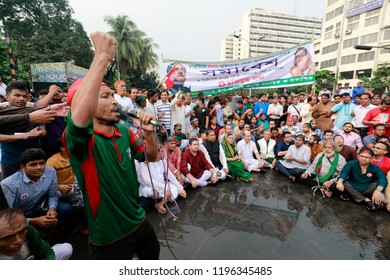 Dhaka, Bangladesh-October 6, 2018: Freedom fighters the protesters demanding reinstatement of freedom fighters 30% quota in government jobs are continuing their demonstration in Shahbagh intersection.