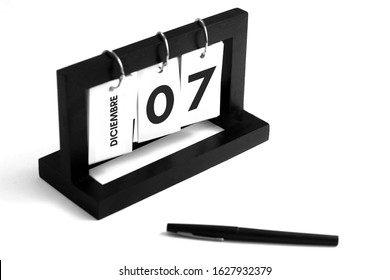 Dia 7 de Diciembre. Calendario Espanol (December 7th day. Spanish calendar in spanish language).