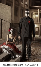 Dia de los Muerto Costume - Day of the dead is a mexican holiday. Here is a beautiful dead couple !