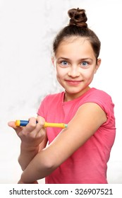 Diabetes in children, child take insulin. Diabetes in children - an injection of insulin