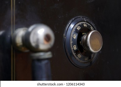 Dial and knob on a vintage safe