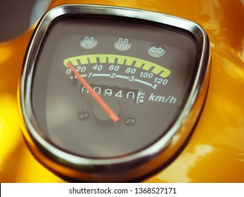 Dial motorcycle retro color red needle yellow control