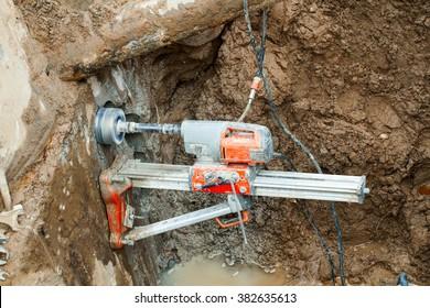 Diamond drilling machine hole in the concrete
