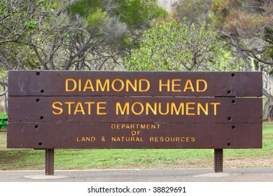 Diamond Head State Monument entrance sign