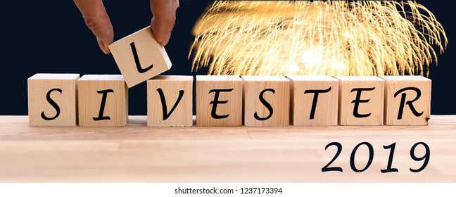 """Dices form the word """"SILVESTER"""" which is german for the new year eve."""