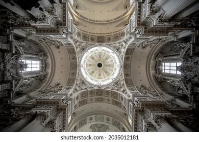 Die Theatinerkirche Kirche in München - Shutterstock ID 2035012181