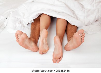 dier a couple feet in bed. love, eroticism and partners.