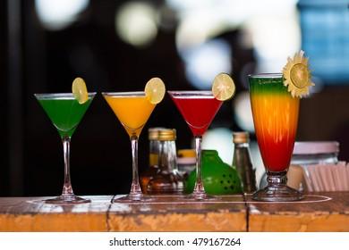 Different cocktails or longdrinks garnished with lime.