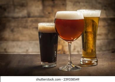 Verschiedene Biergläser
