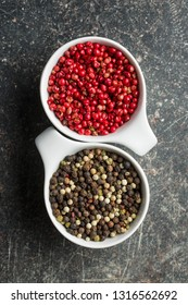 Different types of dried peppercorn in bowl.