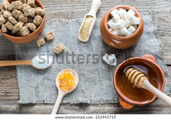 Unterschiedliche Zuckerarten und -formen