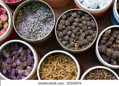 Different types of tea in round containers