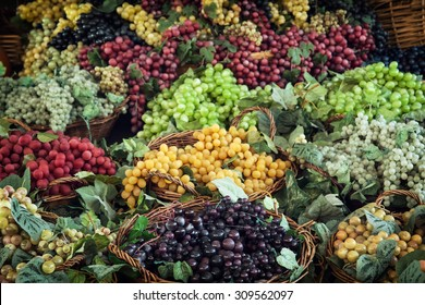 Different varieties of grapes in wicker baskets.
