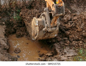 Digging due to the bursting of water pipes with excavator