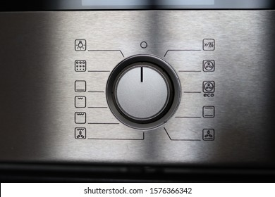 Digital kitchen oven with start button. Oven show of high temperature.
