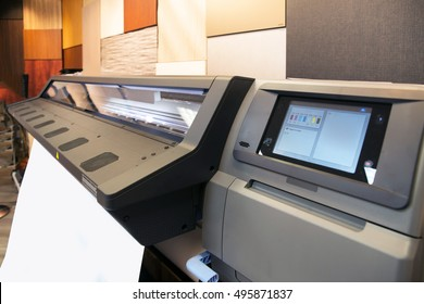 Digital printing - wide format printer. Digital printing system for printing a wide range of superwide-format applications.
