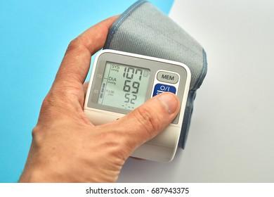 Digital pulsimeter on man hand