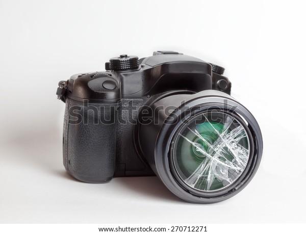 Digital reflex camera (DSRL) with the front lens broken.