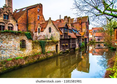 Dijver canal in the old town of Bruges (Brugge), Belgium
