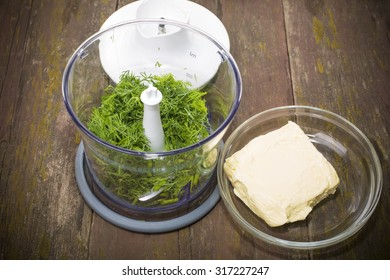 dill in a blender and butter for cooking green oil