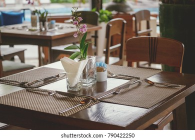 Dining table in the restaurant.
