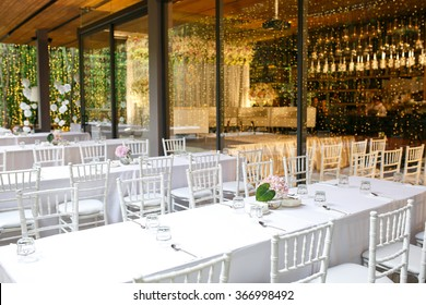 dining wedding set up