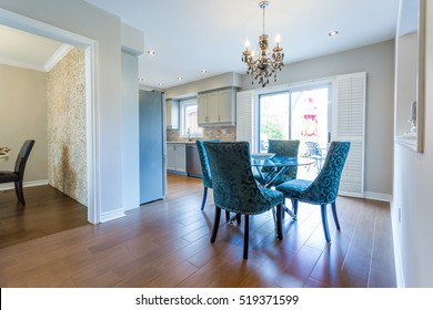 Dinning room with table and chairs